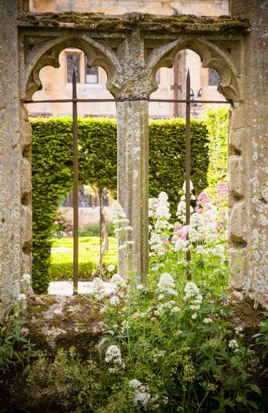 Ruin Window2